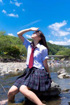 【画像】田舎の女子高生、通学中に野糞は普通だった・・・