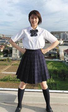 【画像】女子高生の間で流行してる「素足履き」が臭そうでエチエチwww