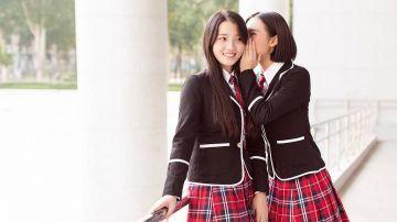 【動画】公共の場で手コキする女子高生が発見されるwwwww