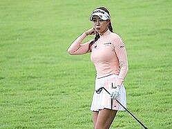 【画像】最近の女のゴルフウェア、すけべが過ぎるwwwwwww