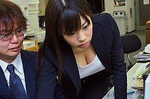 【画像】女上司さん、乳が生意気すぎるwwwwwww