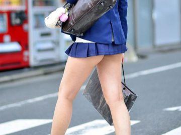 【画像】射精必至の超超超ミニスカのドスケベ美少女wwwwwwwwwwww