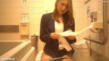 【画像】フェミさんブチ切れのドスケベトイレ、見つかるwwwwww