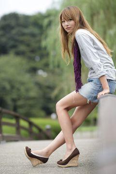 【画像】美人で脚エッチな女の子ストーカーしてるwwwwww