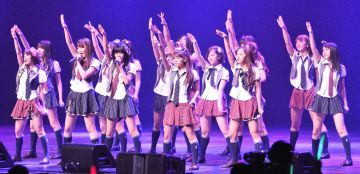 【画像】AKB48さん 現役女子高生にとんでもない格好をさせてしまうwwwww