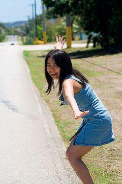 【画像】大原優乃ちゃん、変な髪形をしてお乳を揺らしまくってしまうwwwww