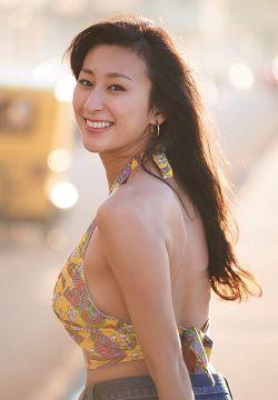 【画像】4年ぶりのグラビアに挑戦した浅田舞wwww