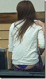 ママさんのパンチラなどのちょいエロハプニング画像www