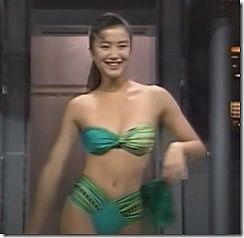 女優の鈴木京香が20歳の時に見せてくれた水着のオッパイがちょこっと揺れてるセクシーGIFや動画www
