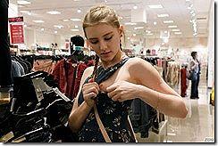 綺麗なメロディー・マークスが、海外のショッピングモールでピンク乳首のオッパイを露出してるエロ画像www