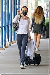 ジョニー・デップの娘さんでモデルのリリー・ローズ・デップのちょいエロな乳首ポチ画像www