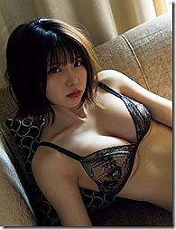 ちょっと見えてる下乳がエロい、コスプレイヤーえなこ のセクシー画像www