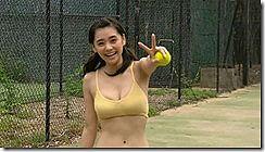 女優の倉科カナが若い頃に見せた水着姿のオッパイ揺れがエロいセクシーGIFや動画www