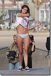 水着のマンスジが見れる外人さんのちょいエロ画像www