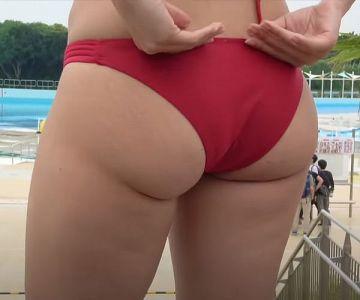尻のデカい女が「キツい水着」を穿くとこうなります…【画像】