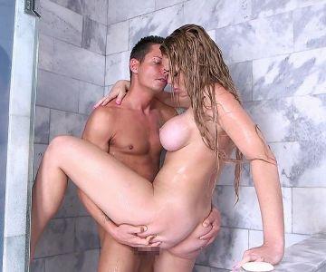 本場のシャワーセックスのエロ画像