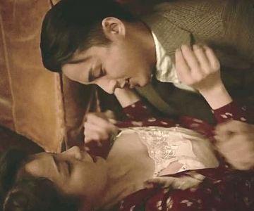 吉岡里帆、「華麗なる一族」で乳をむさぼられるGIFwwwww