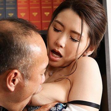 愛弓りょう 38歳の美魔女さん、エロ社長に中出しされてしまう。