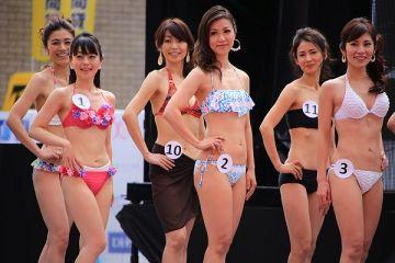 美魔女コンテストエロ画像 細身な美熟女の水着姿55枚