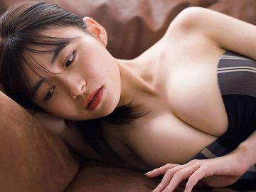 桜田茉央 Fカップおっぱいに完璧な圧倒的ボディとクールな眼差しに釘付け