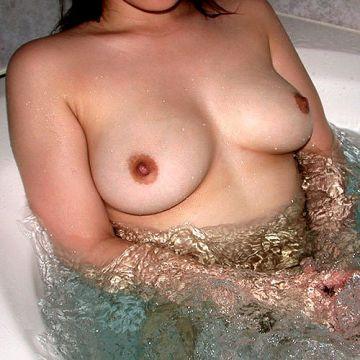 おっぱいを湯船に浮かべてるお姉さんとお風呂に入っていちゃいちゃしたい