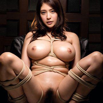 おっぱいを縄で縛られ緊縛調教されて興奮してるお姉さんがエロ過ぎ釘付け