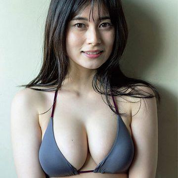 大久保桜子 正義のヒロインのビキニからはみ出る巨乳おっぱいに釘付け