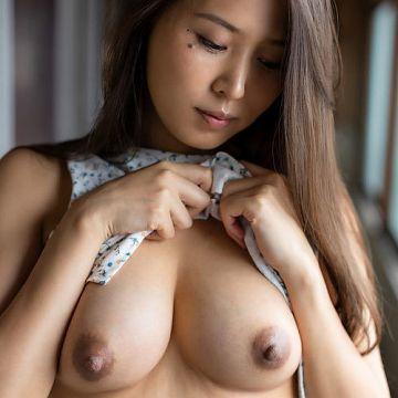 通野未帆 巨乳美淑女の肉体に秘められたエロさを詰め込んだヌード写真集