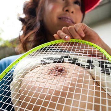 おっぱい丸出しでスポーツしてる体育会系変態女子とプレイしたいエロ画像