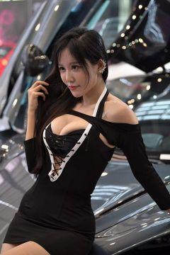やたらと乳を強調する台湾コンパニオンのエロ画像 part14