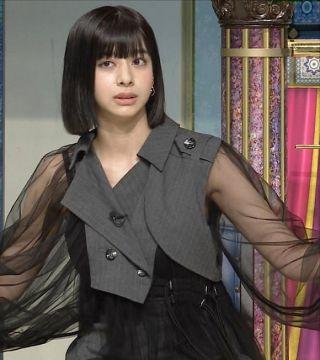 さんま御殿で小山ティナ(18)の二の腕スケスケ半裸衣装