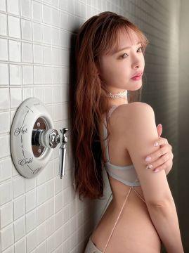 【画像あり】AV女優・小倉由菜の絶妙なスタイルと完璧な乳首