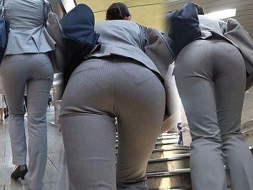 【画像】スーツがピチピチすぎてお尻に下着のラインが出ちゃってるOLさん