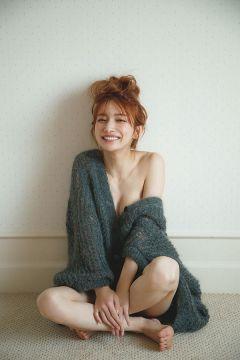 【悲報】後藤真希(36)の写真集、エロすぎて大炎上