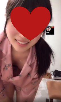 【動画】美人ノーブラマンさん、うっかり乳首を晒してしまう…