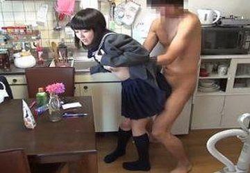 ‹美少女›訪問介護で制服着た大人しいロリJK『有本紗世』を騙して性欲処理させる!