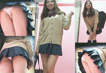 ‹盗撮›制服ギャルがムチムチ太もも&パンツを変態カメラマンがスカート越しに隠し撮り!