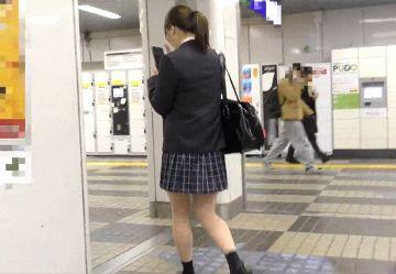 ‹電車チカン›後ろ姿だけでも可愛い黒髪ポニテの清純JKちゃんを通勤ラッシュで手マンwww