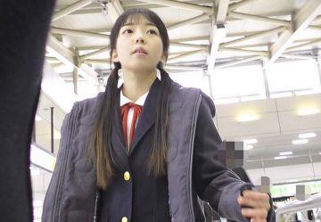 ‹電車チカン›本田真凜似のツインテJKちゃんのオマンコに無音ローターねじ込み強制絶頂www