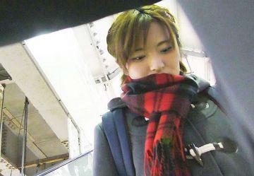 ‹電車チカン›編み込み髪の制服JKちゃんを無理やり手マンしたらケツ毛まで丸見えww