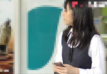 ‹電車チカン›清純系の制服少女が2人のチカン魔に中出しレ○プされる衝撃映像www