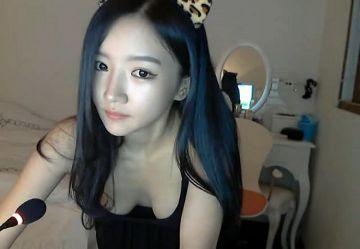 ‹無・個撮›韓国エロチャット界の芸能人『パク・ニマ』お姉さんがセクシー黒ランジェリー脱いでおっぱい丸見えw