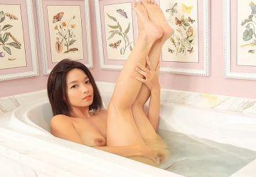 ‹無・個撮›童顔ロリ巨乳のアジア系ポルノ女優『Kylie NG』が全身泡々おっぱい洗いプレイwww