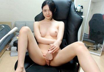 ‹無・個撮›クール系韓国美女『Yeri』ちゃんがスレンダーボディ見せつけパイパンまんこイジっちゃうセクシー放送www
