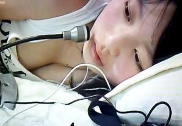 ‹無・個撮›ニコ生でエロ放送して垢BANされたロリ巨乳JKの手ブラ丸見え放送!