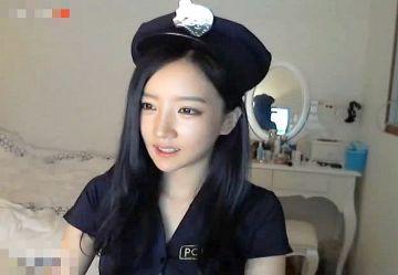 ‹無・個撮›韓国芸能界のレジェンド『パク・ニマ』がエロライブチャットで見せたミニスカポリスが性的すぎるwww