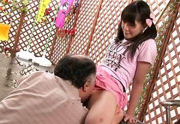 ‹近親相姦›「パパ…なにするの?」娘の未発達な膨らみかけおっぱいに欲情したおっさんがパイパンまんこを犯す…