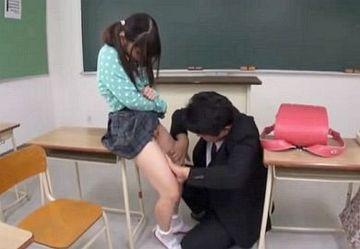 ‹閲覧注意›初潮前S学生のパイパン処女まんこを無理やり犯す鬼畜教師の犯行映像…