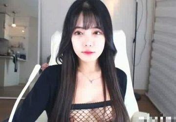 ‹無・個撮›清楚系スレンダー巨乳の韓国人お姉さん『Hyena』が腰振り誘惑ライブチャット!