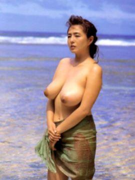 """【エロ画像】芸能人や女優の全裸ヌードで最も衝撃的だった """"おっぱい"""" って誰?【濡れ場】"""
